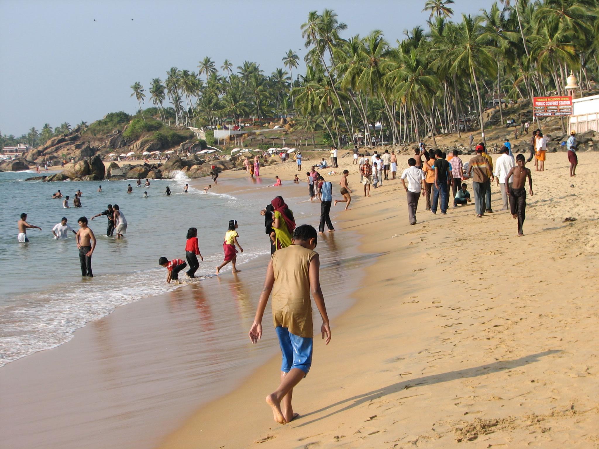 Kovalam beach photos / life-beach.JPG: www.airflights.to/Thiruvananthapuram/Kovalam/Kovalam-beach/pages...